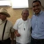 Mariano López con Mons. Arturo Lona y Director de Centro Tepeyac